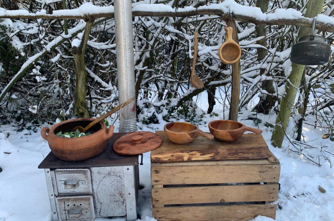 Wir lieben Schnee und was gibts schöneres als in dieser bezaubernde Landschaft auf dem Feuer zu kochen.